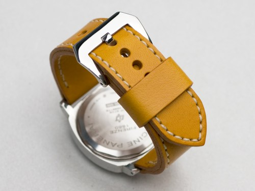 Giallo leather with natural stitching