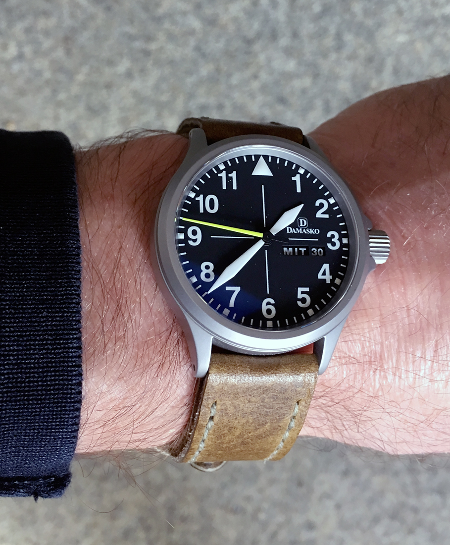 Damasko DA36 on Toad leather with olive drab stitching. © Alois Schmid