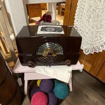 Antique Tube Radio-works!