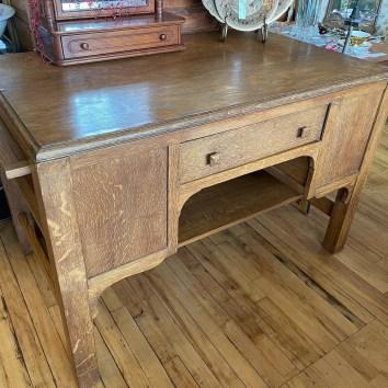 Stunning Antique Quartersawn Desk with hide-a-way shelves.