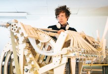 Martin Molin avec sa Marble Machine - Photo : Samuel Westergren