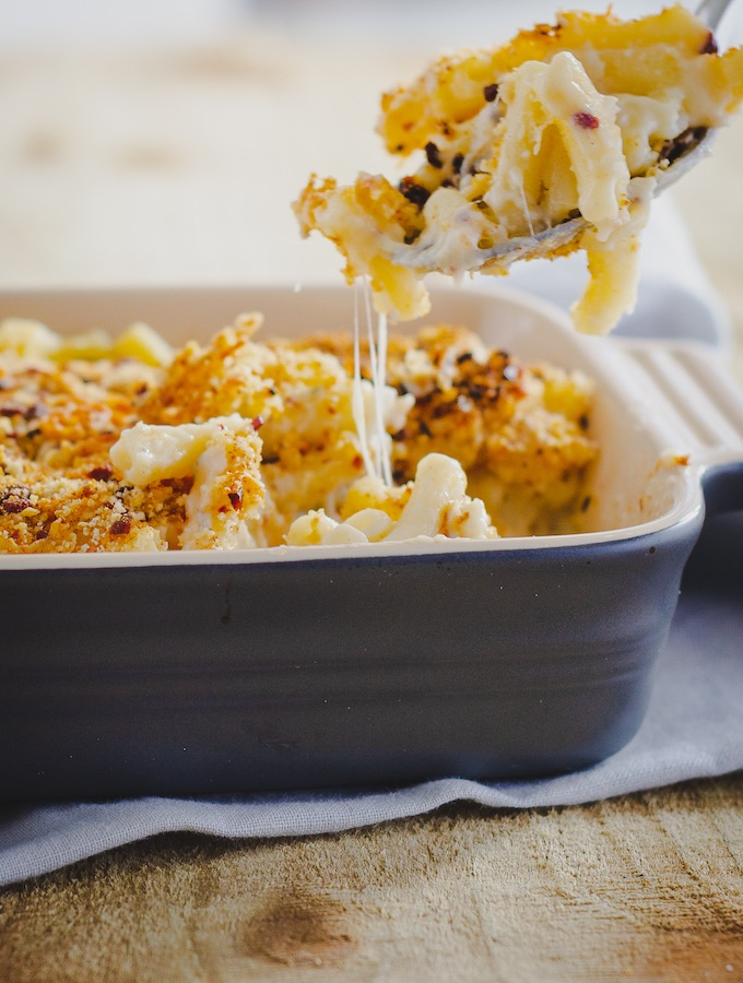 A family dinner winner, baked bacon mac and cheese recipe. This recipe creates the perfect rich and gooey macaroni and cheese with the game-changing bacon crumb topping. #familyfood #familydinner #bacon #macaroni #cheese #macandcheese #italianamerican