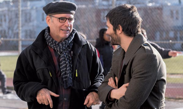 Clyde Phillips talks to AMC'sFeed the Beast star Jim Sturgess. (photo by Ali Paige Goldstein/Lionsgate Television/AMC)