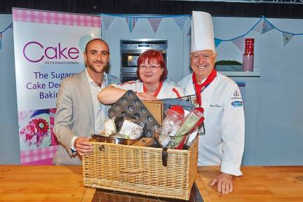 Jacqui Kelly - Totally Sugar - Winning Best in Show at Cake International Excel Centre, ICHF