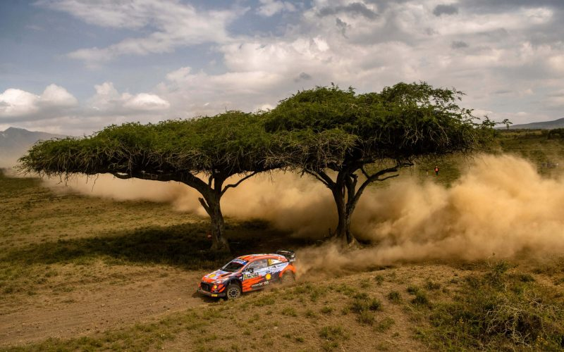 Το τέλος της τρίτης ημέρας του Rally Σαφάρι βρήκε τον Thierry Neuville στην πρωτοπορία του αγώνα, με τους Takamoto Katsuta και Ott Tanak να συμπληρώνουν την πρώτη τριάδα.