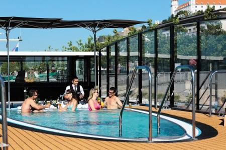 amasonata-sun-deck-pool