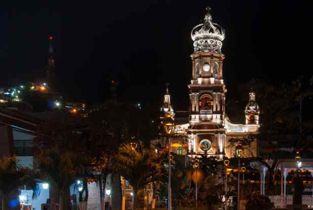totes NewsworthyA night shot of the illuminated cathedral in Puerto Vallarta by