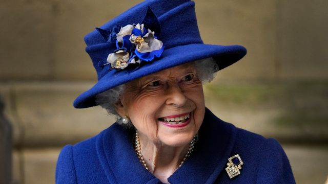 Queen uses walking stick in public for the first time – Eueditorial