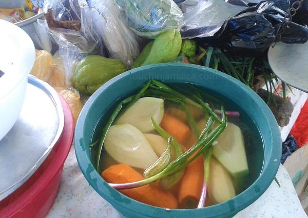 Karotten, Chocho, Escallion und Okra