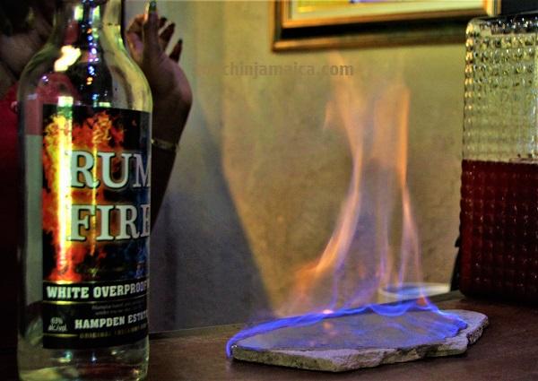 Der Rum-Fire aus der Hampden-Destillerie auff Jamaika ist ein hochprozentiger Overproof-Rum.