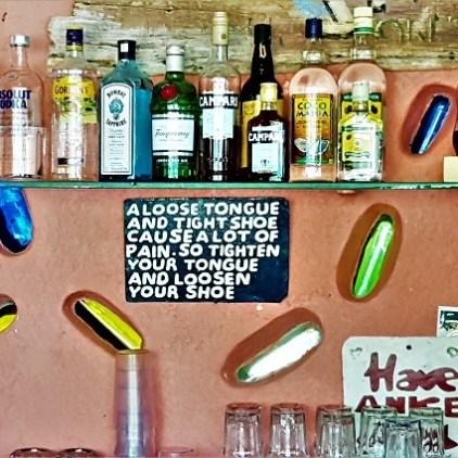 Jamaican Proverb an der Bar im Jake's in Treasure Beach Jamaika.