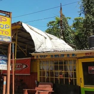 Autowerkstatt auf Jamaika