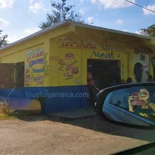 Farbenfroh und kreativ- so sind die kleinen Geschäfte auf Jamaika von aussen gestaltet.