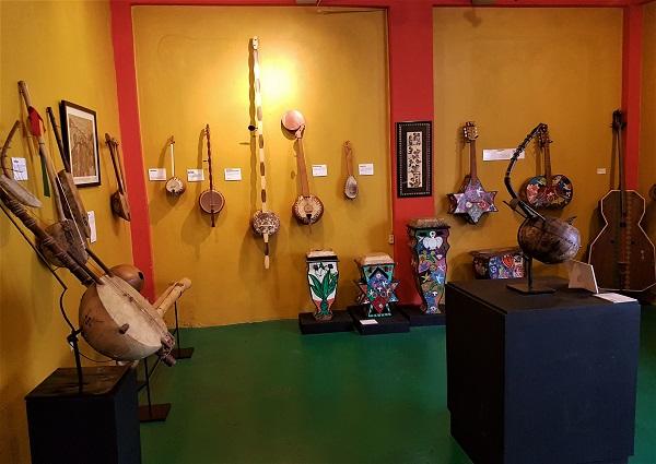 Jamaica Music Museum Zupfinstrumente