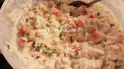 Den Teig für die jamaikanischen Saltfish Fritters nicht zu flüssig zubereiten!