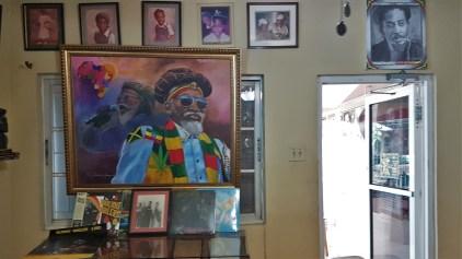 Im Wohnhaus der Familie Wailer ist eine interessante Ausstellung über das Leben von Bunny Wailer und die Bandgeschichte der Wailers entstanden.