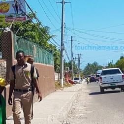 Kleinstadtleben nahe Kingston auf Jamaika