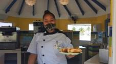 Tiffany versorgt die Gäste im Holiday Inn mit Hotdogs, Softeis und mehr.