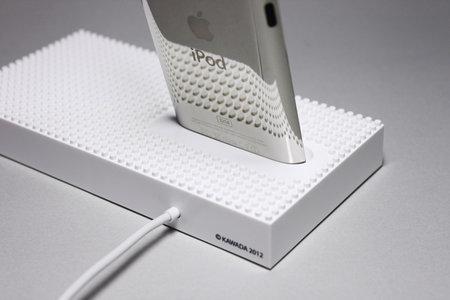 nanoblock_universal_dock_iphone_ipod_8.jpg