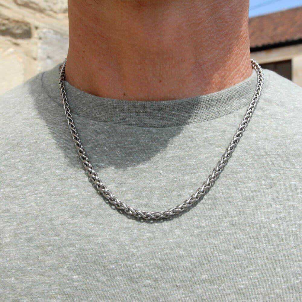 Technical link titanium chain on TouchTitanium.com <p>Unique hypoallergenic titanium chain. Stylish and iconic design. Available in a range of sizes. Made to order. Our chains are designed to fit in with your lifestyle.</p>