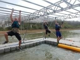Hindernislauf England, Rat Race Dirty Weekend 2016, Monkeybar Water Zone