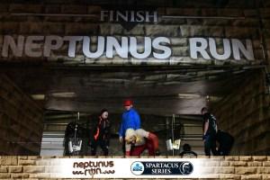 neptunus-run-hindernislauf-belgien-zieleinlauf-tough-chicken