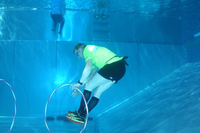 Blaster Run, Hindernislauf Bayern, Unterwasserhindernis Teilnehmer 9