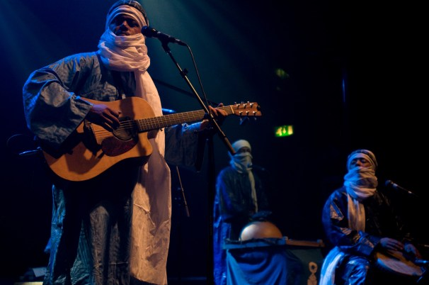 Tinariwen à Londres - Crédit photo - Amiram Bukowski - Touki Media