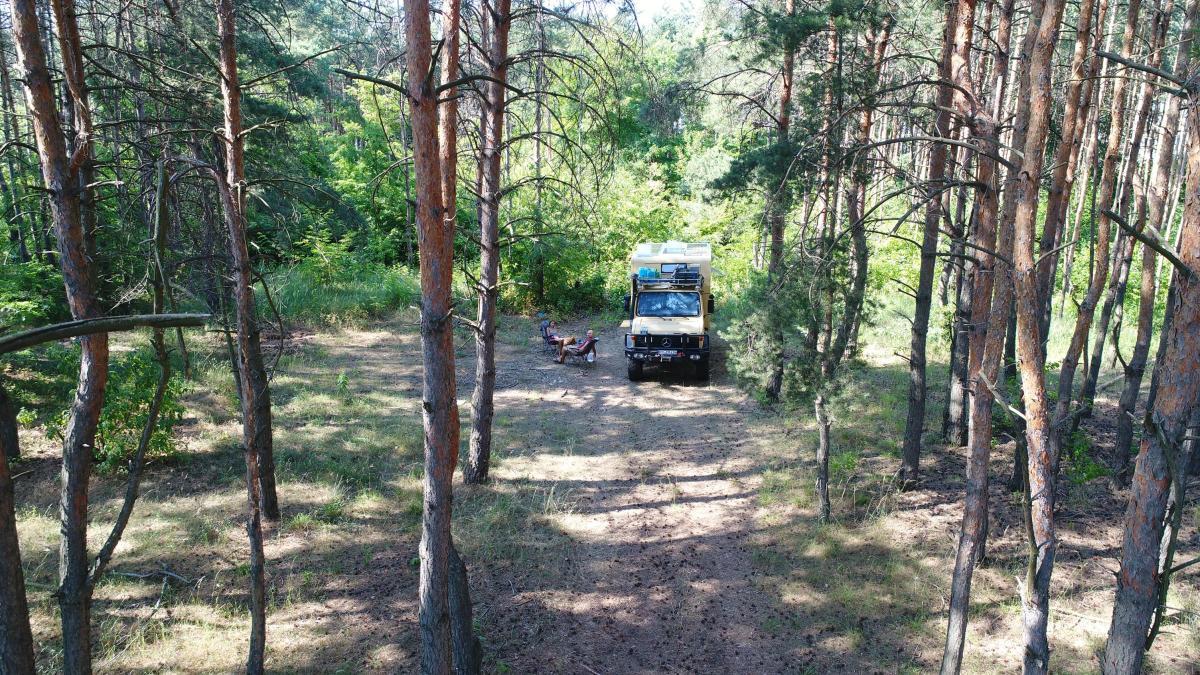 Unimog-Wald-Camping