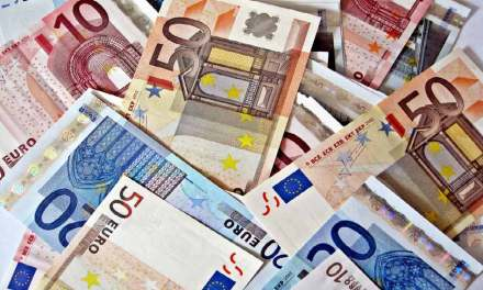 Les Français paient toujours beaucoup en cash, mais moins que leurs voisins