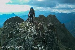 Arêtes du Grun de St Maurice, bien sauvages, fréquentées par les chasseurs, dont un couteau, retrouvé au détour d'un caillou, les attends près du sommet...