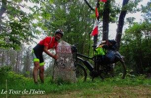 La première borne du parcours ! Perdue au milieu d'une forêt des chambarans qui a souffert d'une déforestation massive...