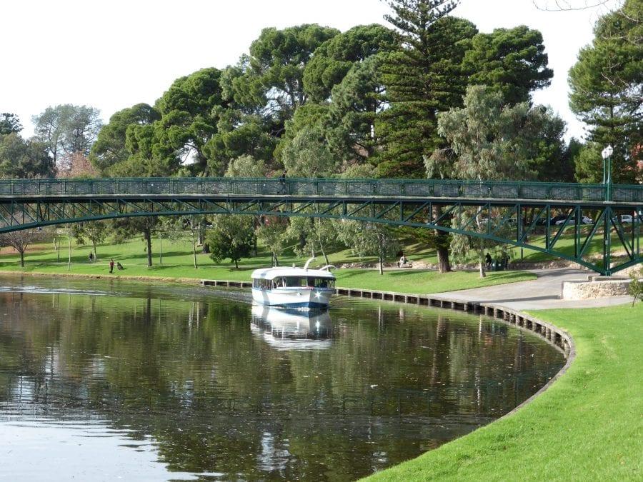 tourism-guide-australia-torrens-river-adelaide-australia