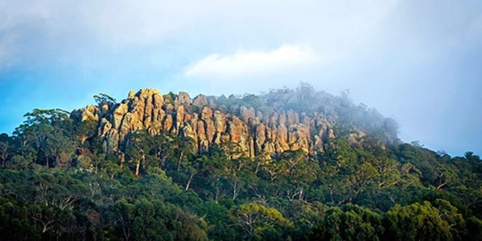 tourism-guide-australia-hanging-rock