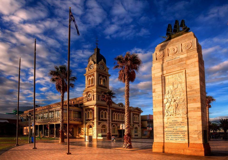 tourism-guide-australia-the-glenelg-town-hall
