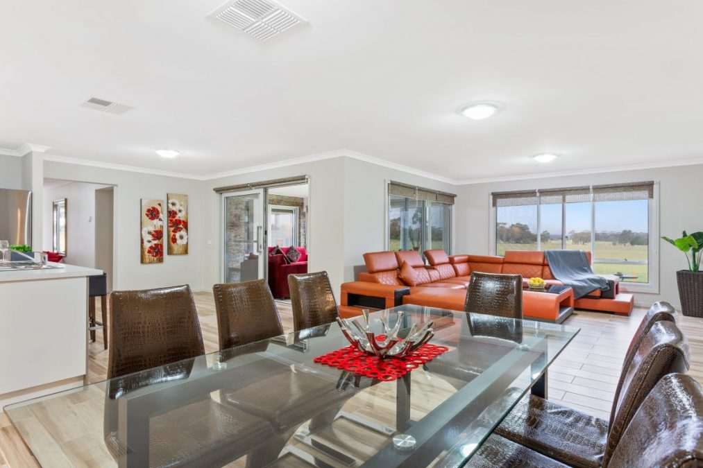 Bulla Hill Villas – Melbourne, Spacious 6 Bdrm Homes, Great for Groups