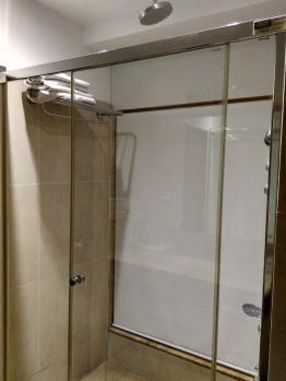 Aquamarine Hotel Chandigarh shower cubicle