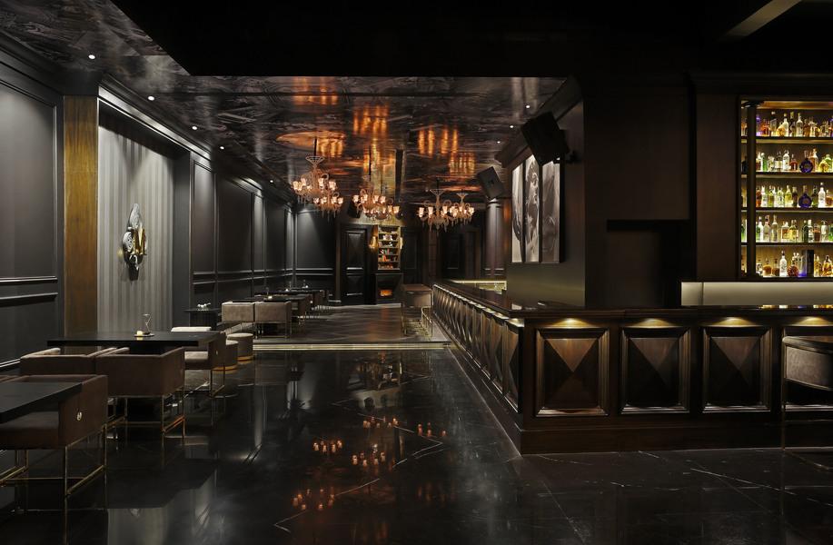 medici bar area with entrance