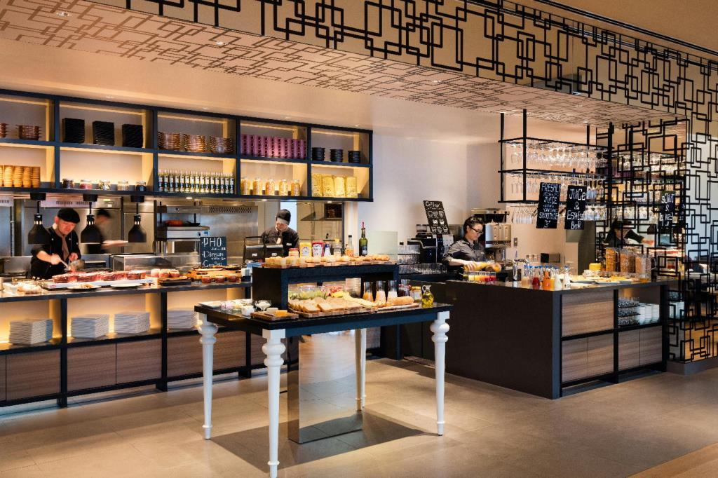 Osacy_Courtyard_Dining_Bar_Breakfast_Setup