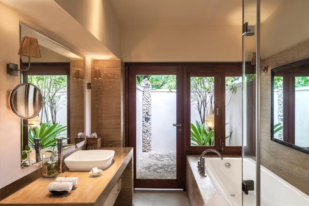 Deluxe Delight Beach Villa Bathroom 1