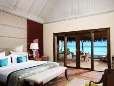 Deluxe_Beach_Villa_with_Pool