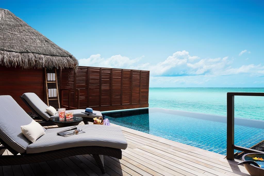 One_Bedroom_Ocean_Suite_with_Pool_-_Deck___Pool
