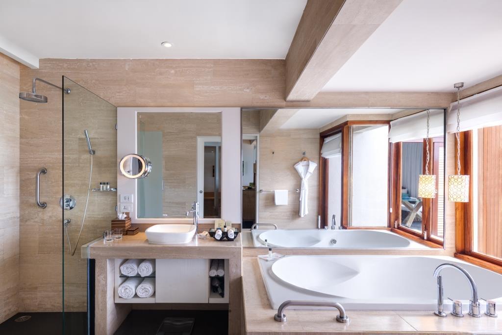 Premium Indulgence Water Villa Bathroom 2
