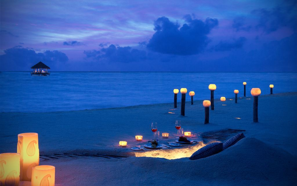 Romantic_Dining_-_Beach_at_Dusk