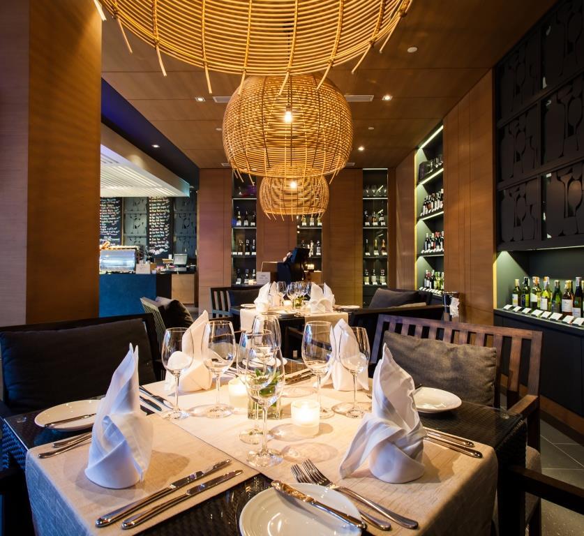 Reef Deli _ Wine Lounge