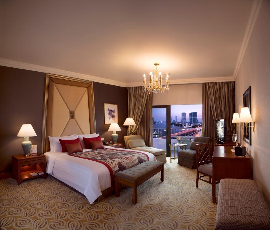 Krungthep Deluxe Balcony Room_Shangri-La Hotel, Bangkok