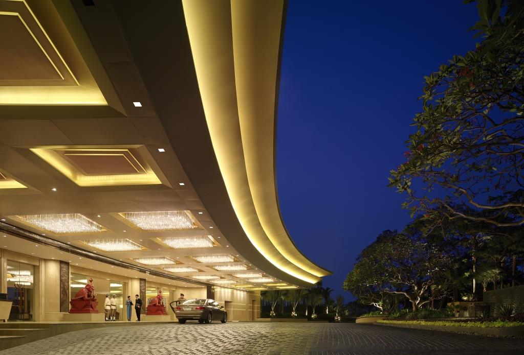 Shangri-LaBangkok_Main Hotel Entrance