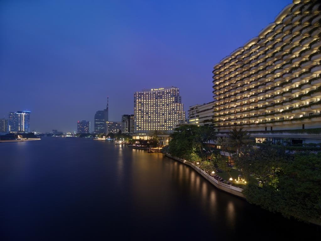 Shangri-LaBangkok_exterior by night
