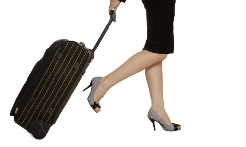 Γυναίκα Επιχειρηματίας κρατά βαλίτσα