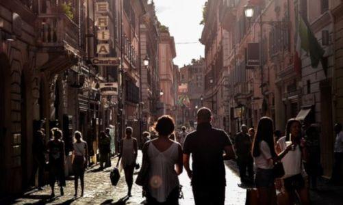 """Skyscanner: Ποιοί είναι οι πιο δημοφιλείς 'Black Friday"""" Προορισμοί για τους Έλληνες"""